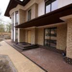 дом с фасадными панелями